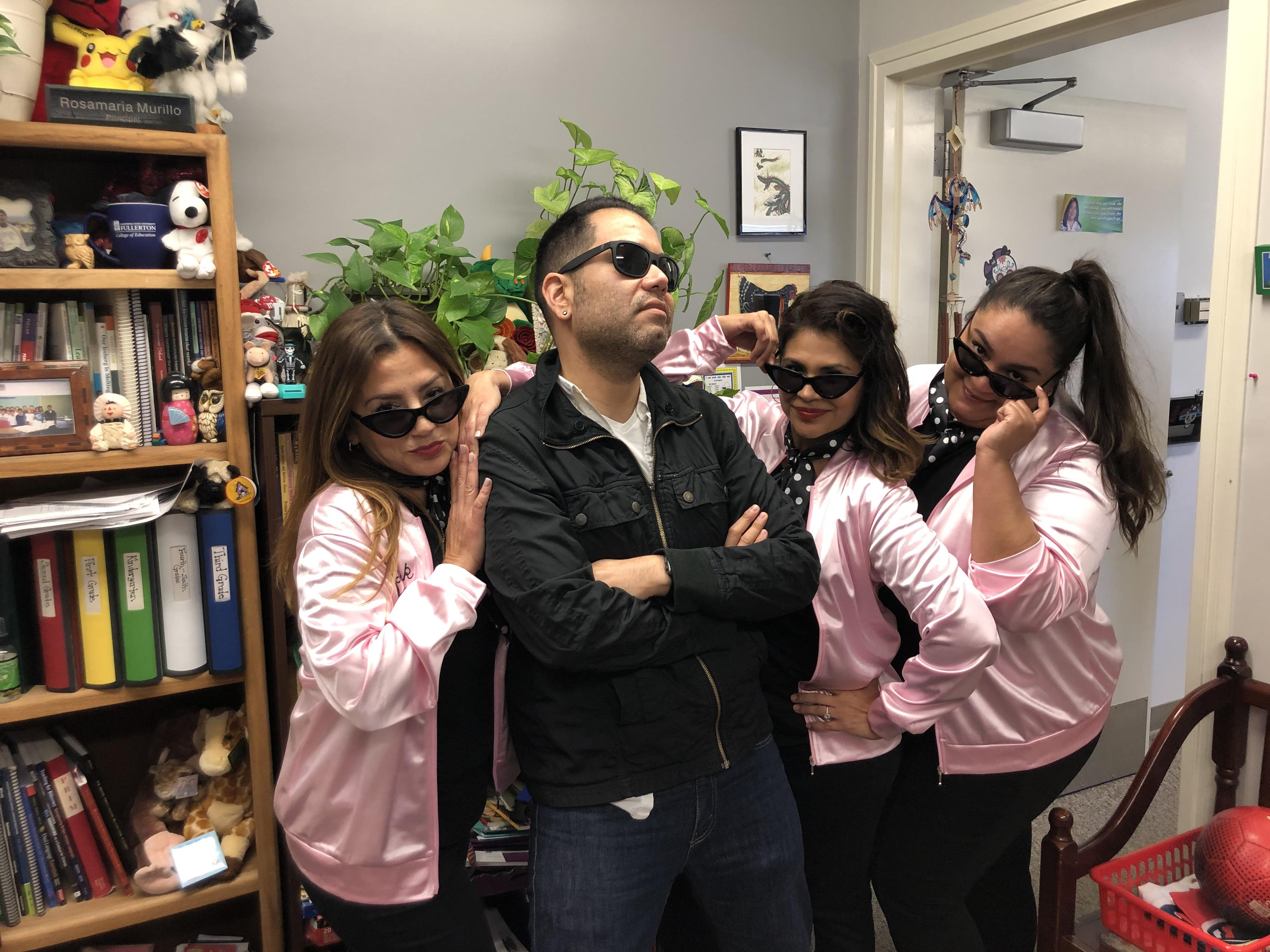 Our DI Staff having fun on 50's Dress up Day! ¡Nuestros maestros de Inmersión Doble en el día de vestuario de los 50as!