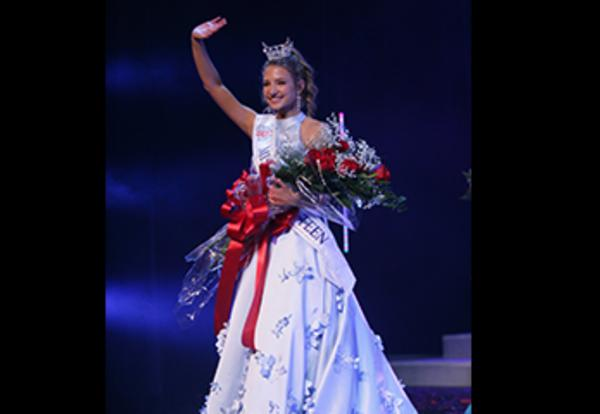 VHHS Student Peyton Newman Named Miss Illinois Outstanding Teen