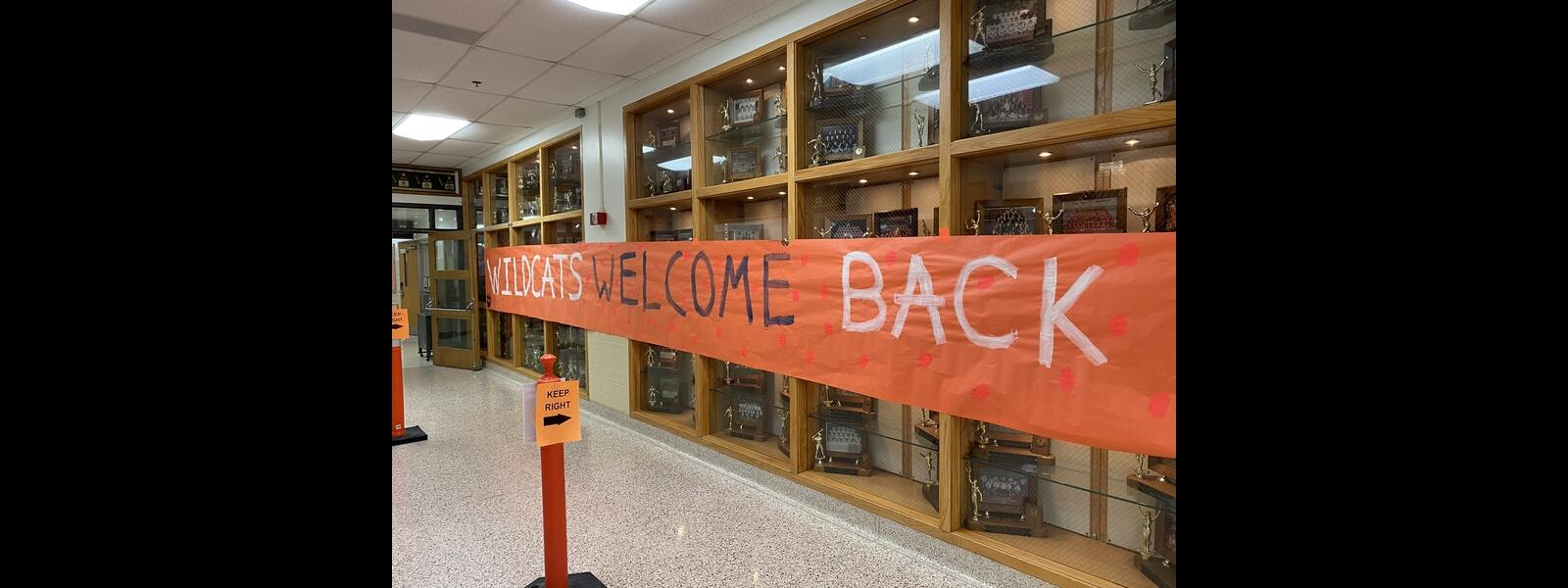 Wildcats Welcome Back sign in LHS main hallway (with signs demonstrating traffic flow for social distancing)