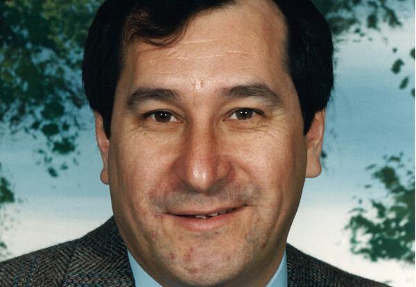 Edward J. Aronhie:nens Cross (1943-2021)
