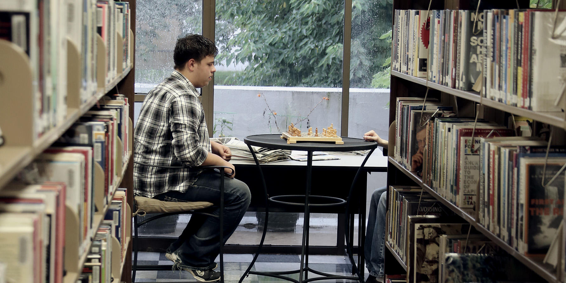 Students in ICC Library playing chess