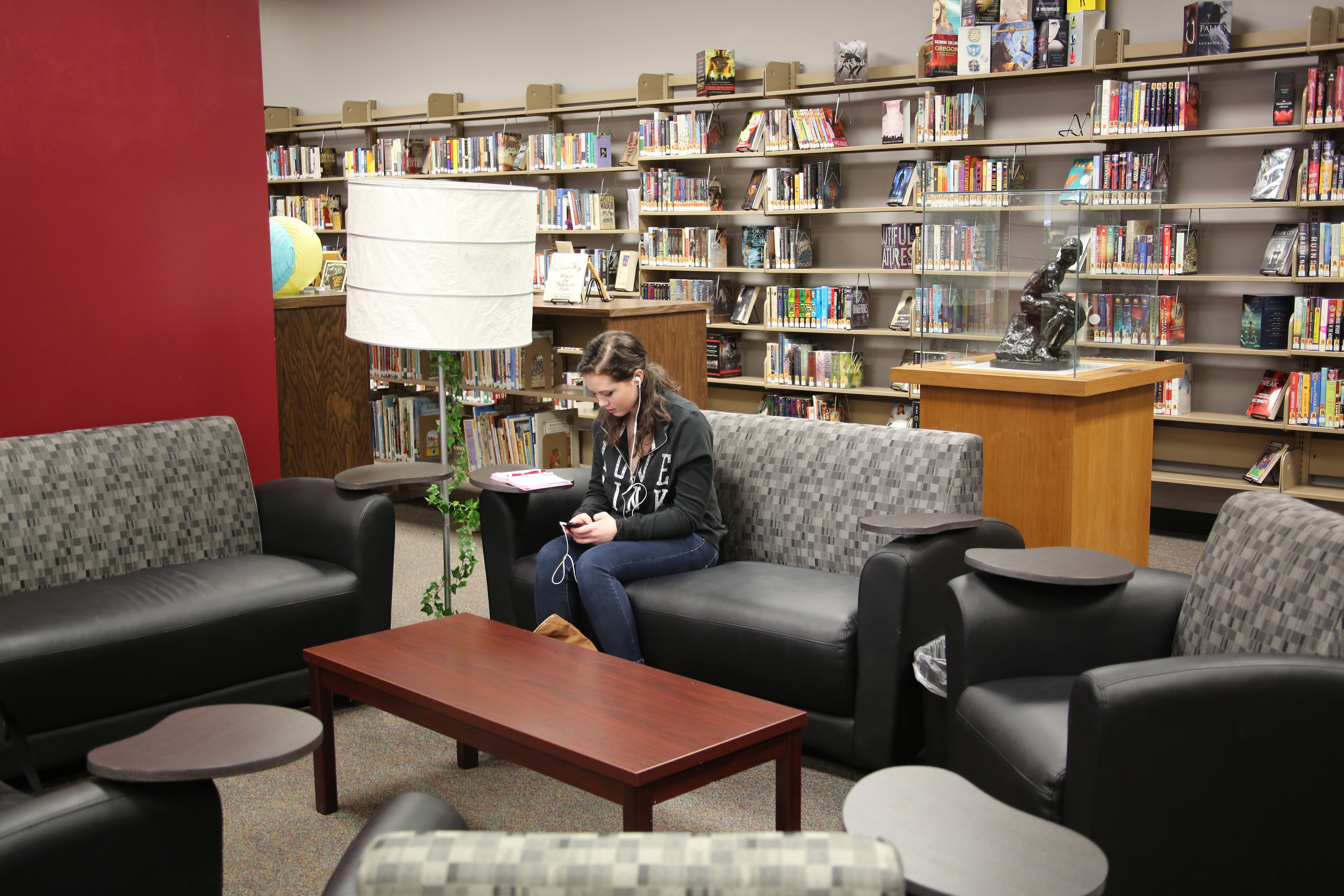 Student sitting on the couch in the library