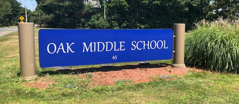 Oak Middle School Sign