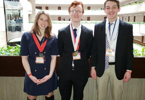 DGS Students Place at State DECA and Advance to Nationals
