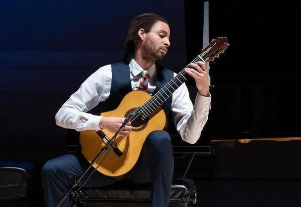 Conservatory faculty Thomas Flippin wowed as soloist with the Stamford Symphony