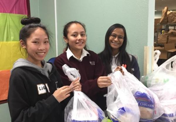 Students Volunteer to Help Our Downtown Neighbors