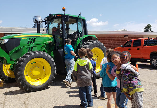 Irving 2nd graders visit KHS FFA Petting Zoo!