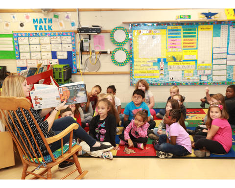Belle teacher reading to students