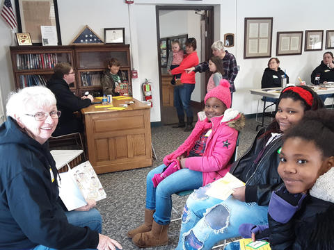 Volunteers reading to Irving Students