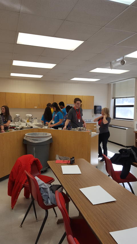 FCCLA students in kitchen
