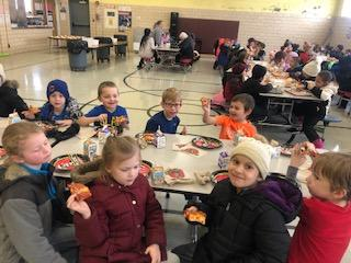 Belle Students eating in Cafeteria