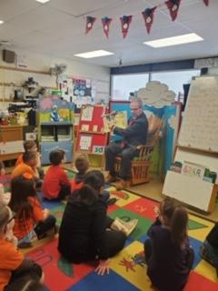 Dr Sullens reading to Belle classroom