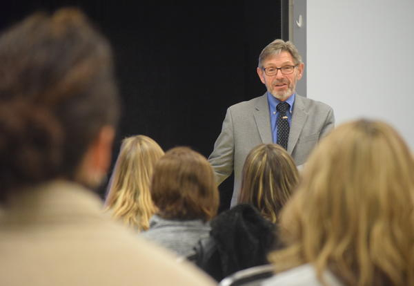 Expert Speaks to Cove Community About Relieving LD/ADHD Stress