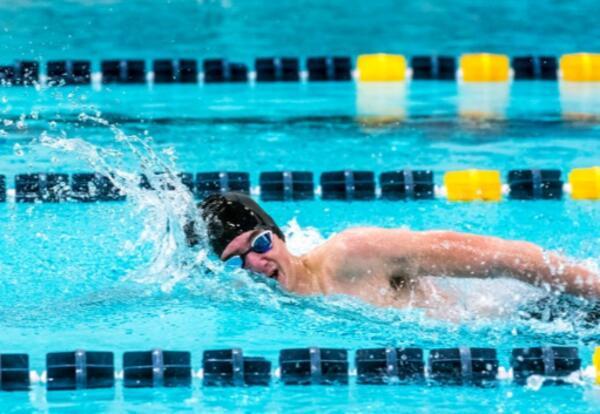 Liam Earl swimming - photo Ryan Feeney S-T