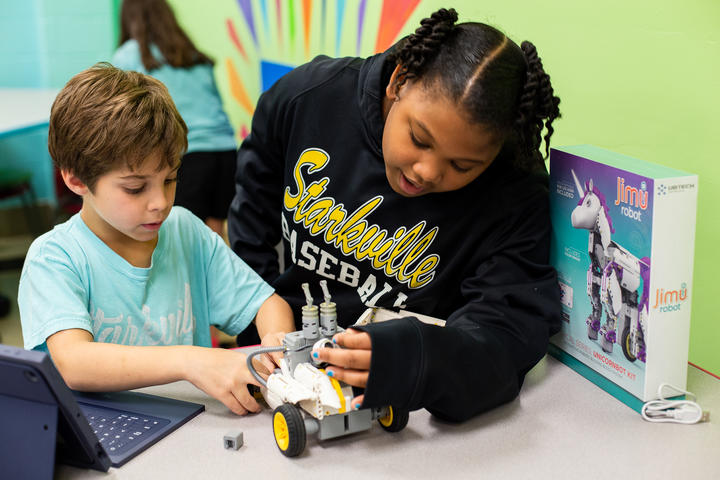 Students work together on robot