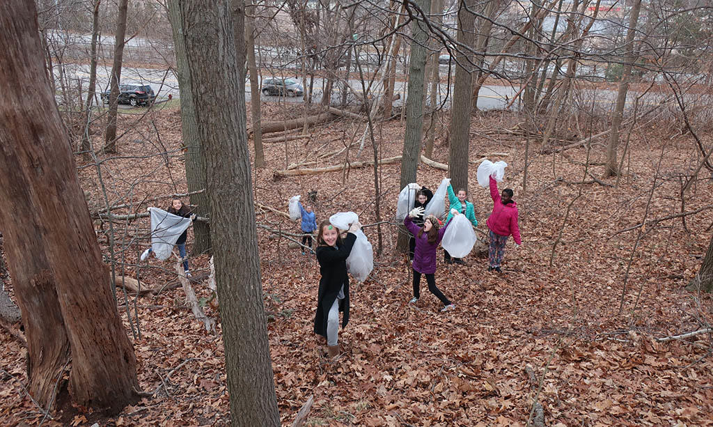 Slider - Students clean the Oak Grove on Vine Street