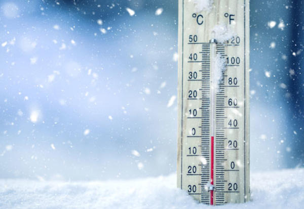 Snow and thermometer