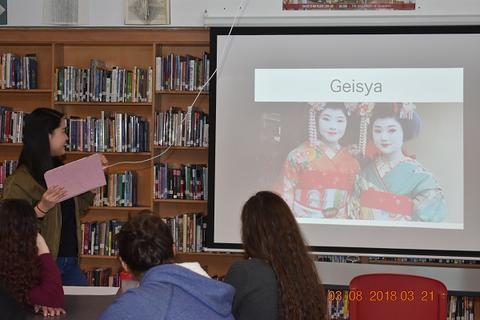 Slide about geishas