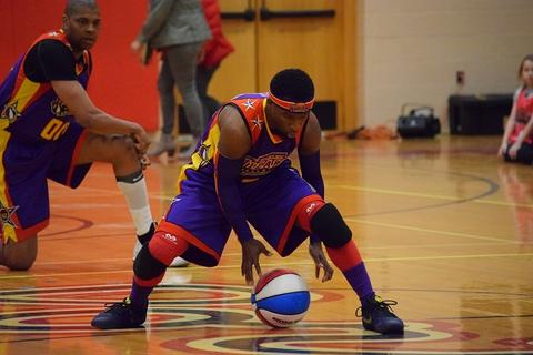 Wizards player dribbling ball through his legs