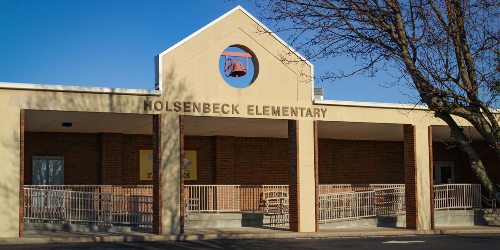 Holsenbeck Elementary School outside