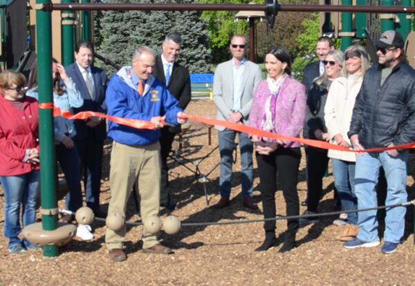 El Sierra dedicates new school playground