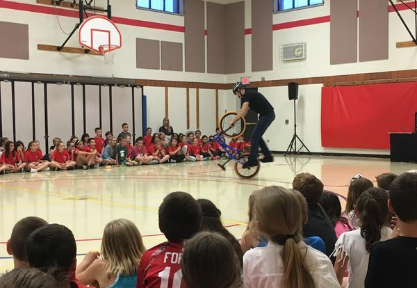 performer on unicycle