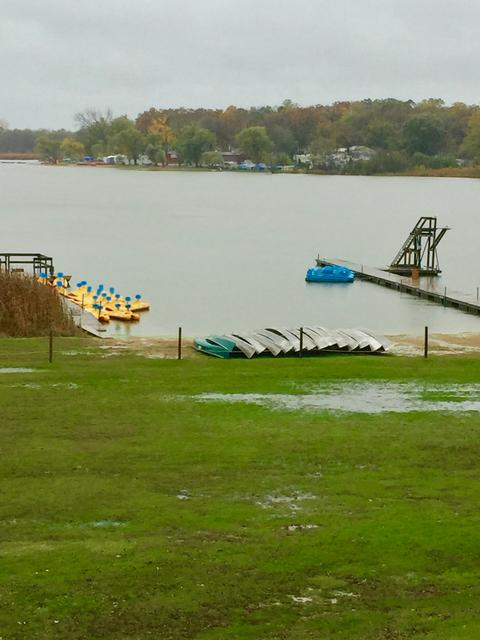 picture of the lake and pier