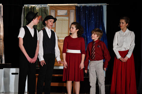 Mary Poppins, banks children and men from office