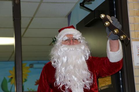 Santa announces his visit