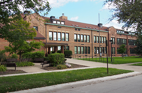 Roosevelt Elementary School  1001 South Fairview Avenue Park Ridge, Illinois 60068
