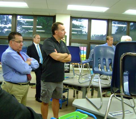 Board members tour new Washington classroom