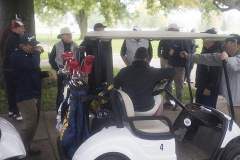 Alumni conversate on the golf course