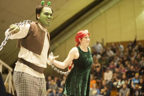 Shrek and Fiona dancing