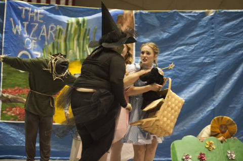Wicked Witch scaring Dorothy