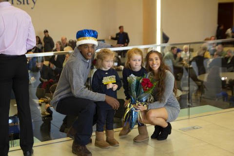 King and Queen with two little kids