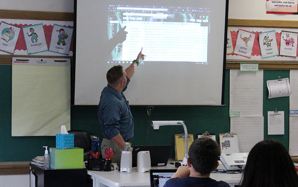 An Elm teacher points out a feature of Gmail while leading a Google circuit training session.