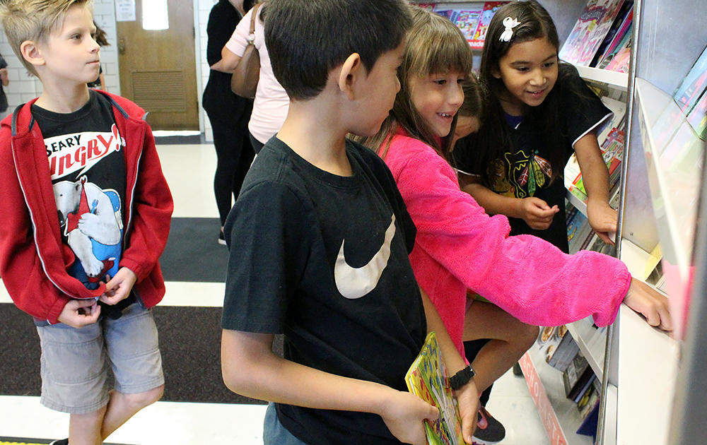 Elmwood students browse during the PATT Scholastic Book Fair.