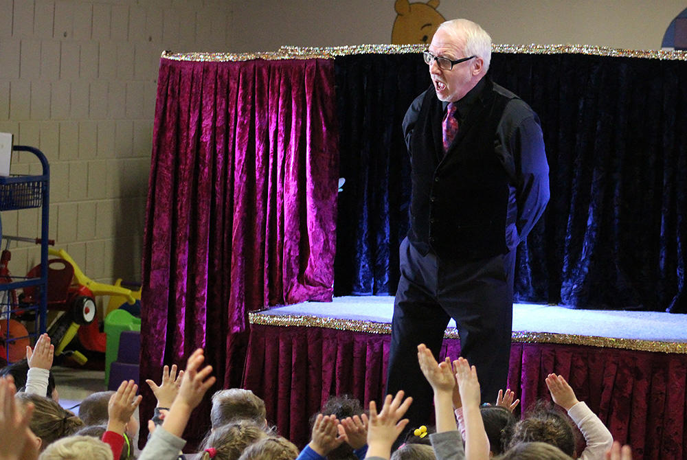 Puppeteer Dave Herzog talks to ECC students at his marionette show on Nov. 20.