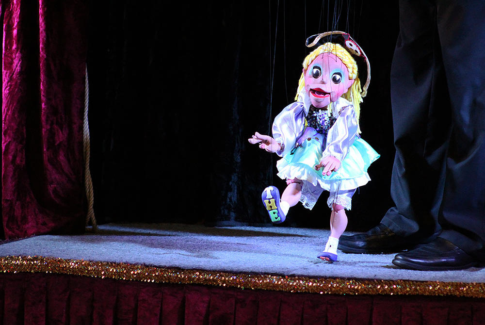 Puppeteer Dave Herzog performs his marionette show at the ECC on Nov. 20.