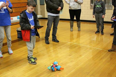 A student pilots a Dash & Dot Wonder Robot.