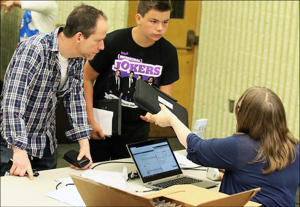 District 401 Begins 1:1 as EPHS Students Receive Chromebooks