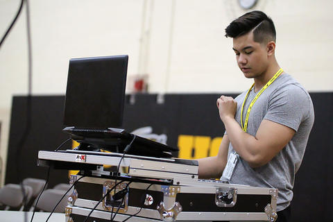 Black & Gold Day Pep Assembly: DJ svnthheaven, aka Justin Eigenbauer (EPHS 2018)