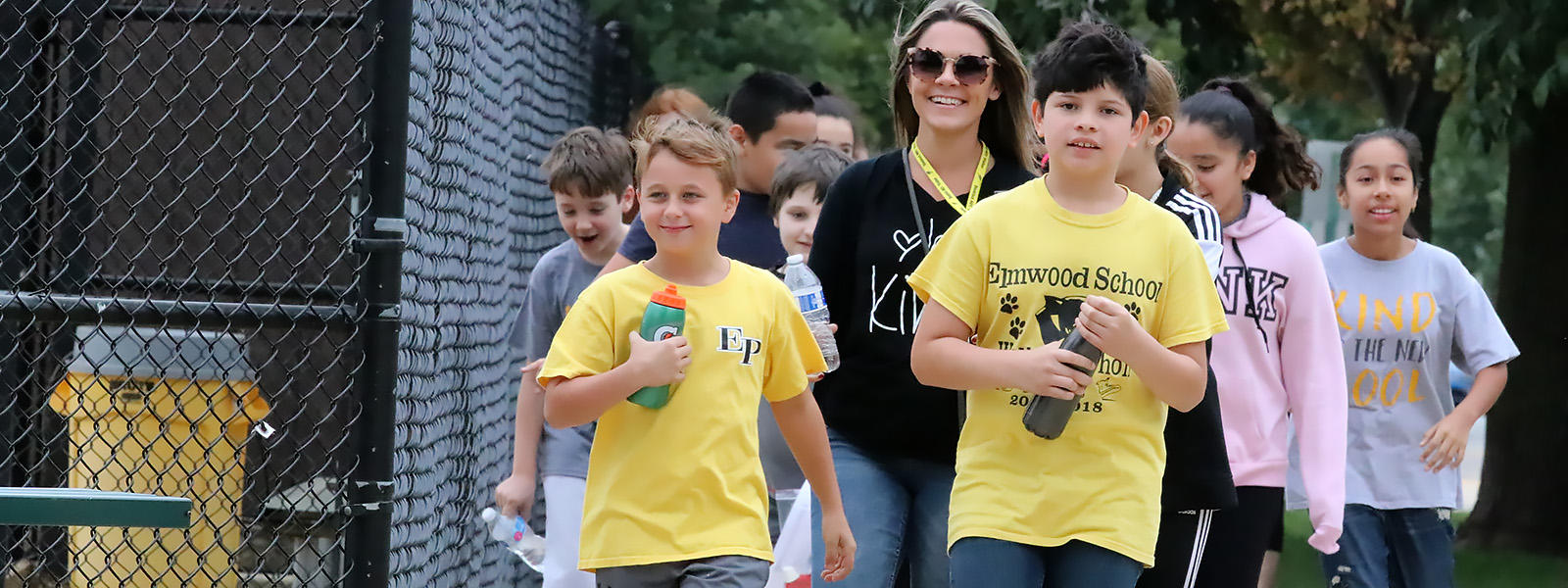 Students take part in the Elmwood PATT Walkathon.