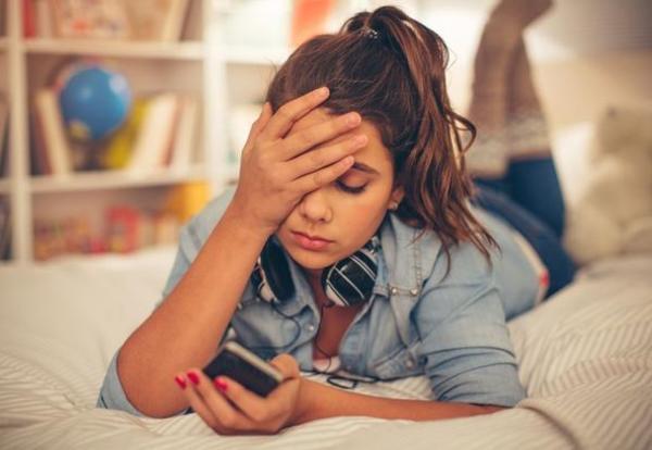 Teens & Smart Phones: A Risky Mental Health Mixture