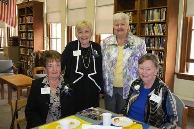 Alumni class posing in library