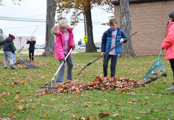 Janssen Students Raked Leaves at Lindberg Park
