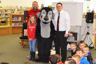Chris Newbold, his daughter Mallory, Wolfie and Principal Doleysh
