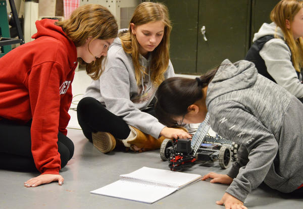 JRG students on working their Vex robots