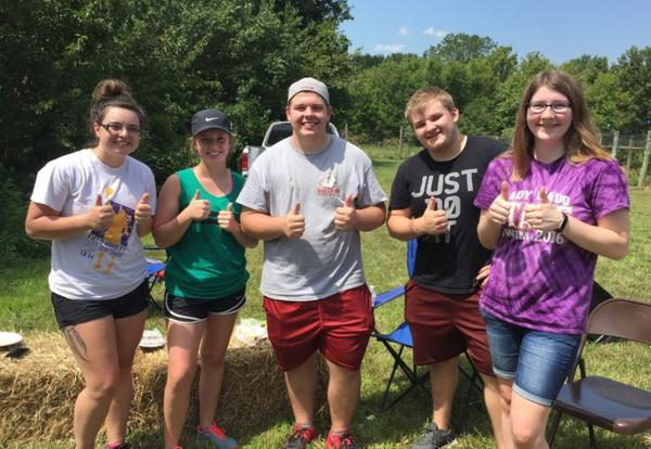 Eta Gamma Members Pick Grapes at Coffeyville Vineyard
