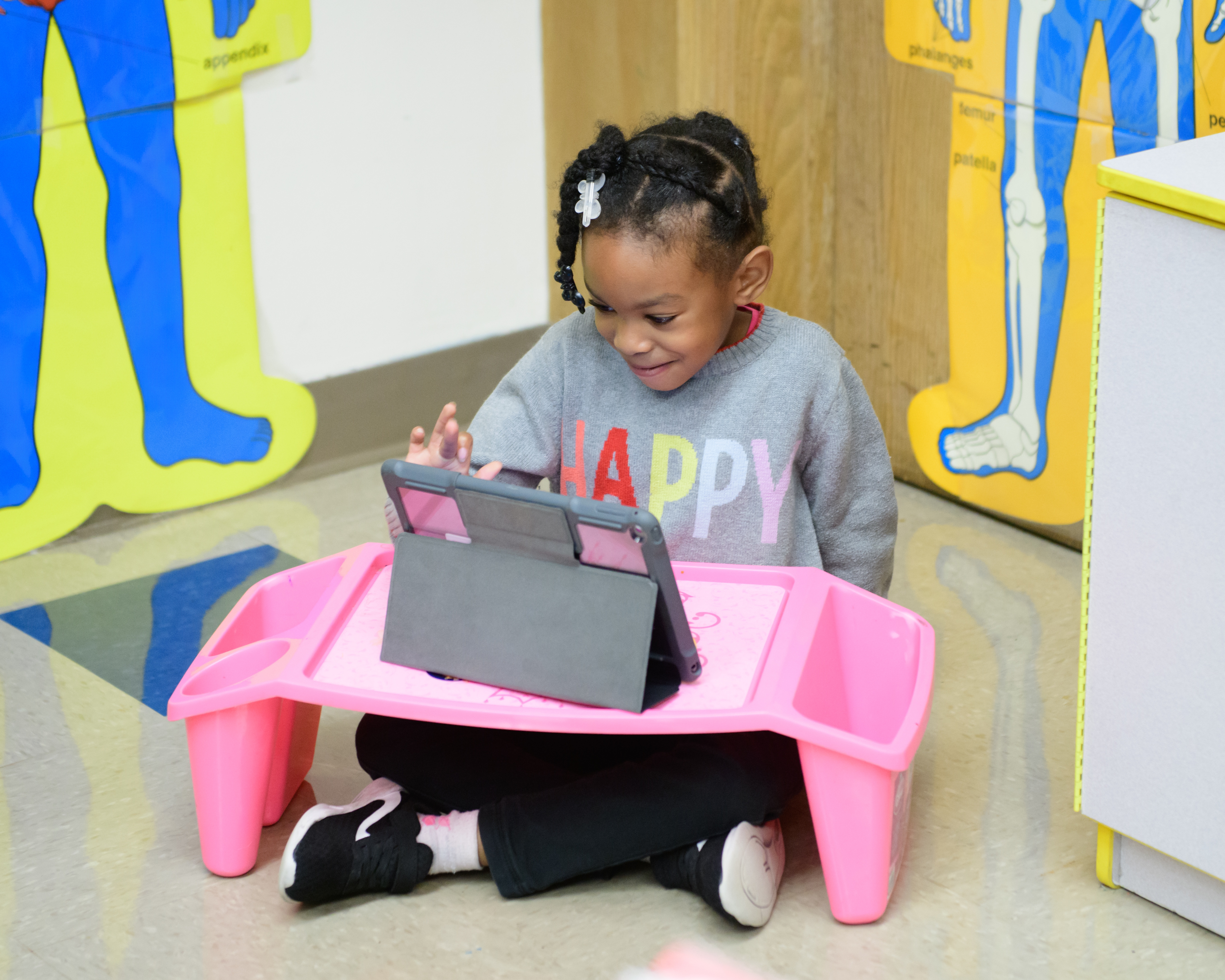 Photo: Irving student uses iPad